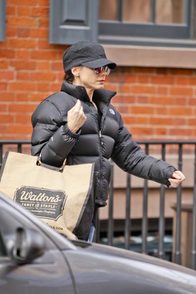 sandra bullock con bolsa de comida