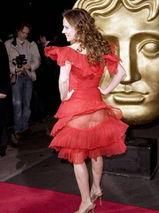 vestido rojo transparencia