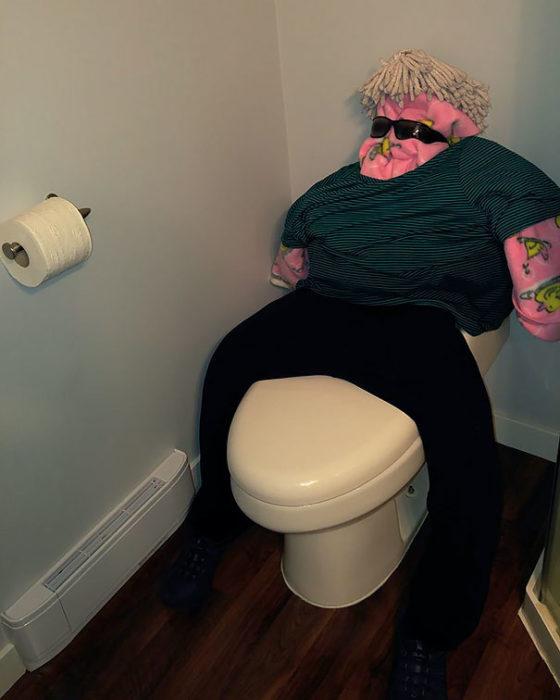 hombre baño