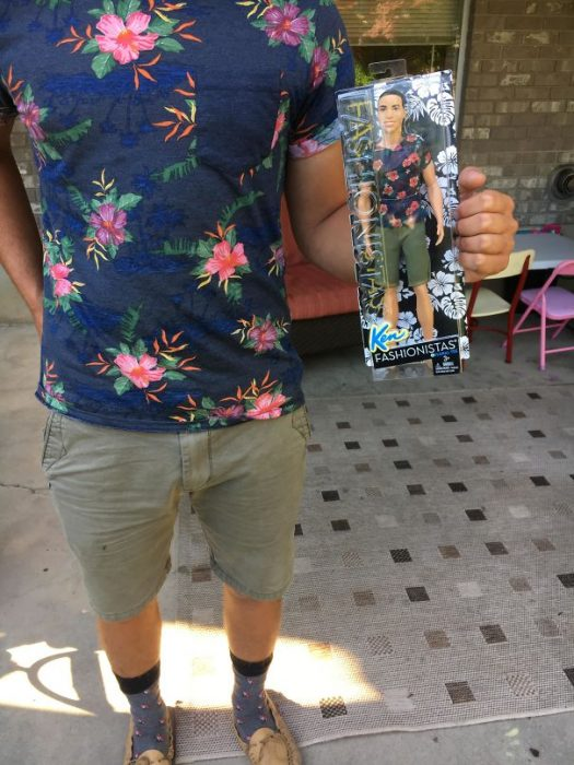 ken con traje hawaiano