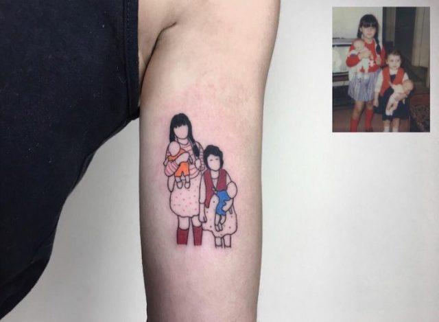 Tatuaje fotografía niñez - 2 niñas