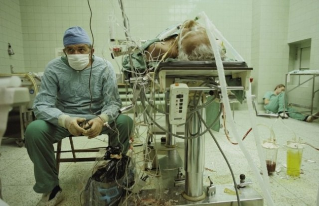 Cirujanos después de larga operación