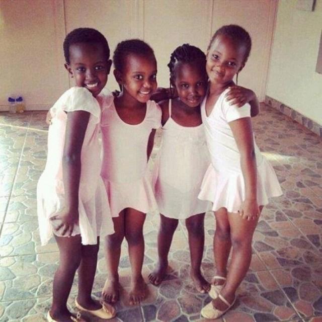 Niñas de Uganda escuela de ballet