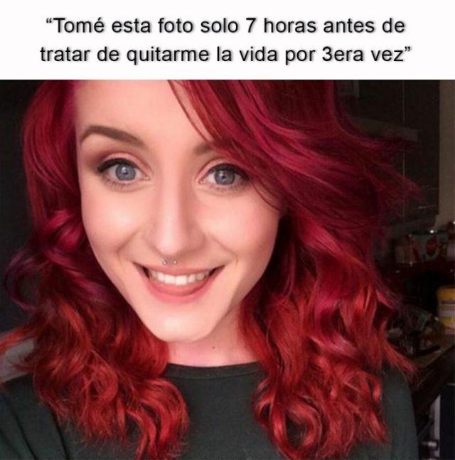 mujer pelirroja sonriendo