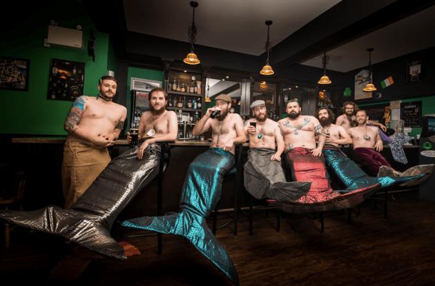 sirenos en el bar