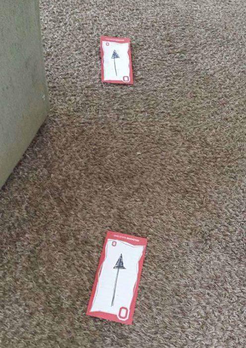 flechas en el piso