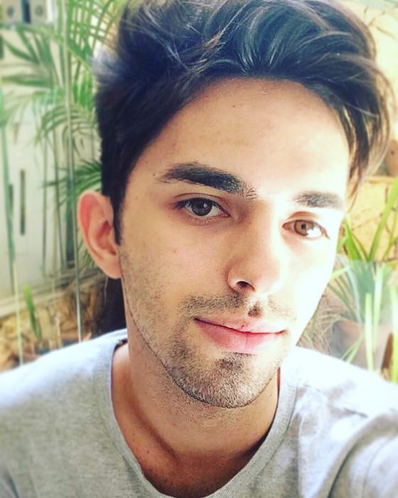 ojos bicolor muchacho joven