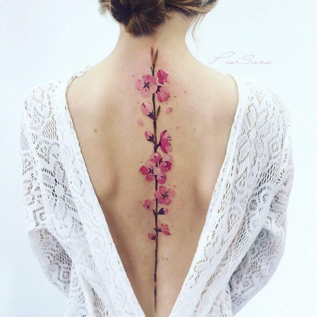 11 Femeninos Y Atractivos Tatuajes Para Decorar Tu Espalda