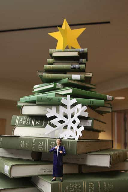 book christmas tree3
