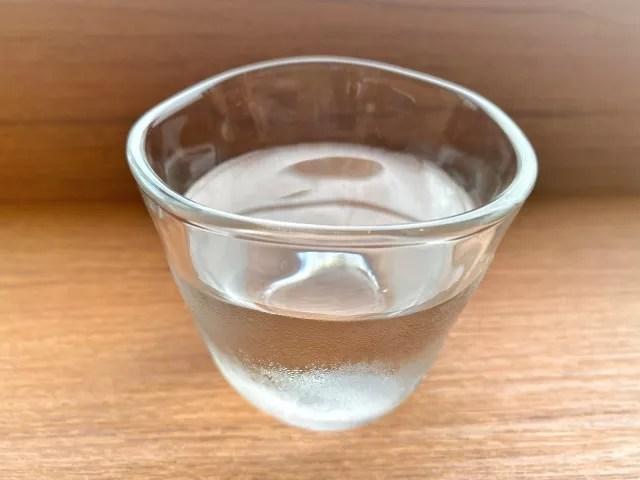 アルコールと水