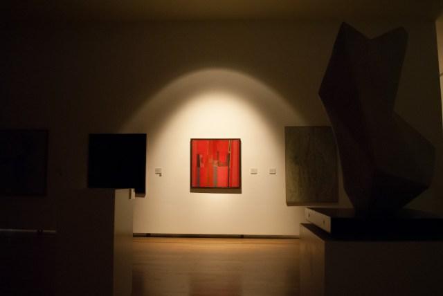 La obra de Sarah Grilo, iluminada durante los apagones por el mes de la mujer en el Bellas Artes.