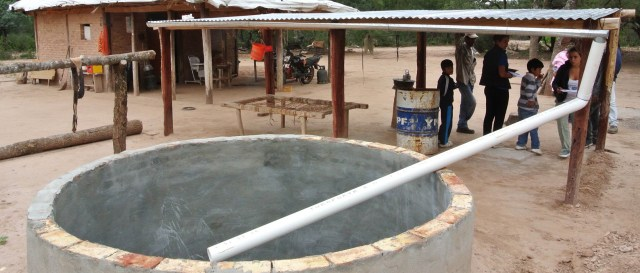 En algunas comunidades rurales arman techos que sirven para cosechar agua de lluvia.   Foto: Paula Juárez