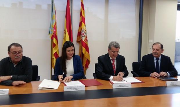 Carmen Montón y Sebastián Celaya, consejeros de Sanidad de Comunidad Valenciana y Aragón, firman el convenio