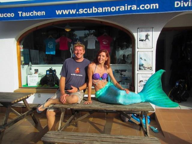 Alexandra Mermaid devant Scuba Moraira, club de plongée