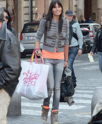 Elisabetta Gregoraci con sneakers Isabel Marant