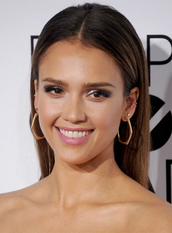 the look jessica alba s luminous people s choice awards makeup red carpet fashion awards
