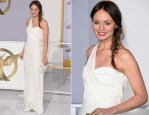Laura Haddock In Burberry - 'The Hunger Games: Mockingjay – Part 1′ LA Premiere