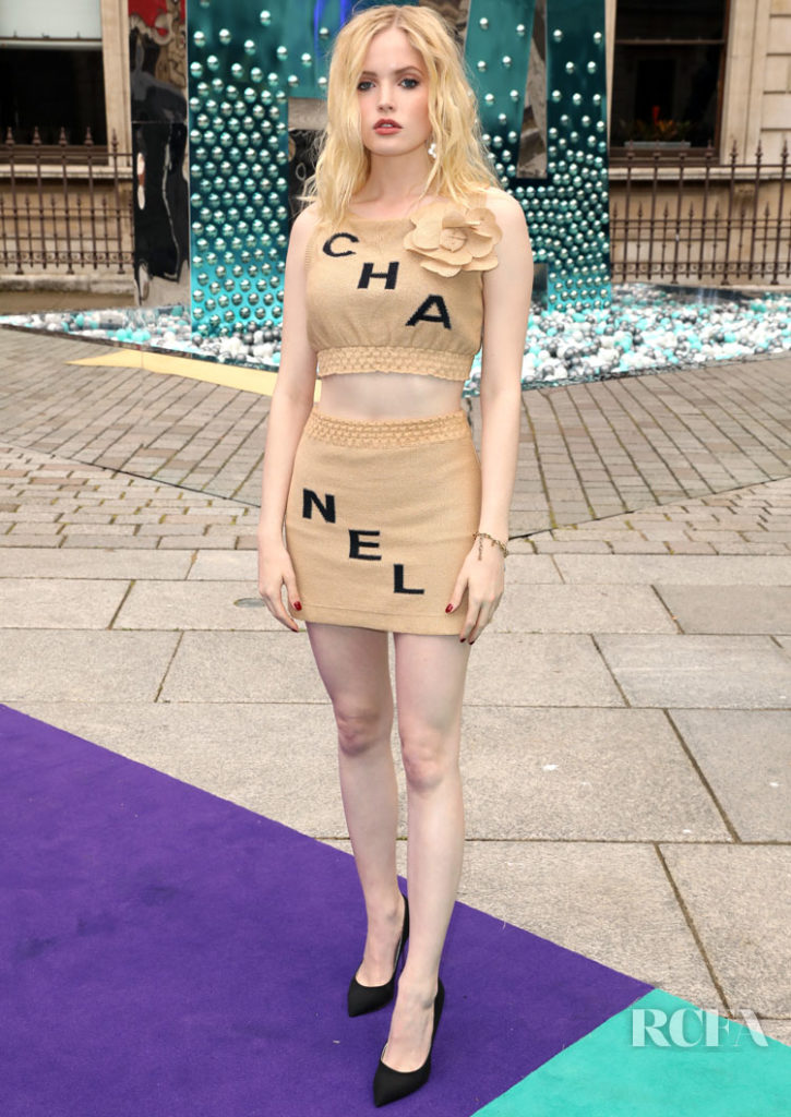 Ellie Bamber Rocks A Crop Top For The Royal Academy of Arts Summer Exhibition