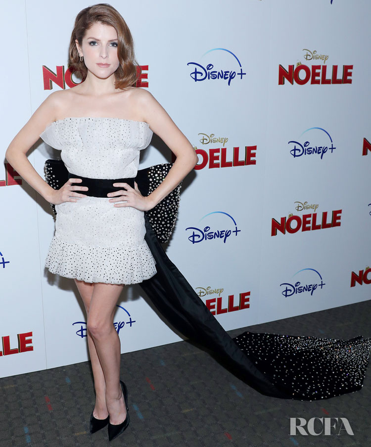 Anna Kendrick Was Wrapped Up In A Bow For The Disney + Premiere Of 'Noelle'