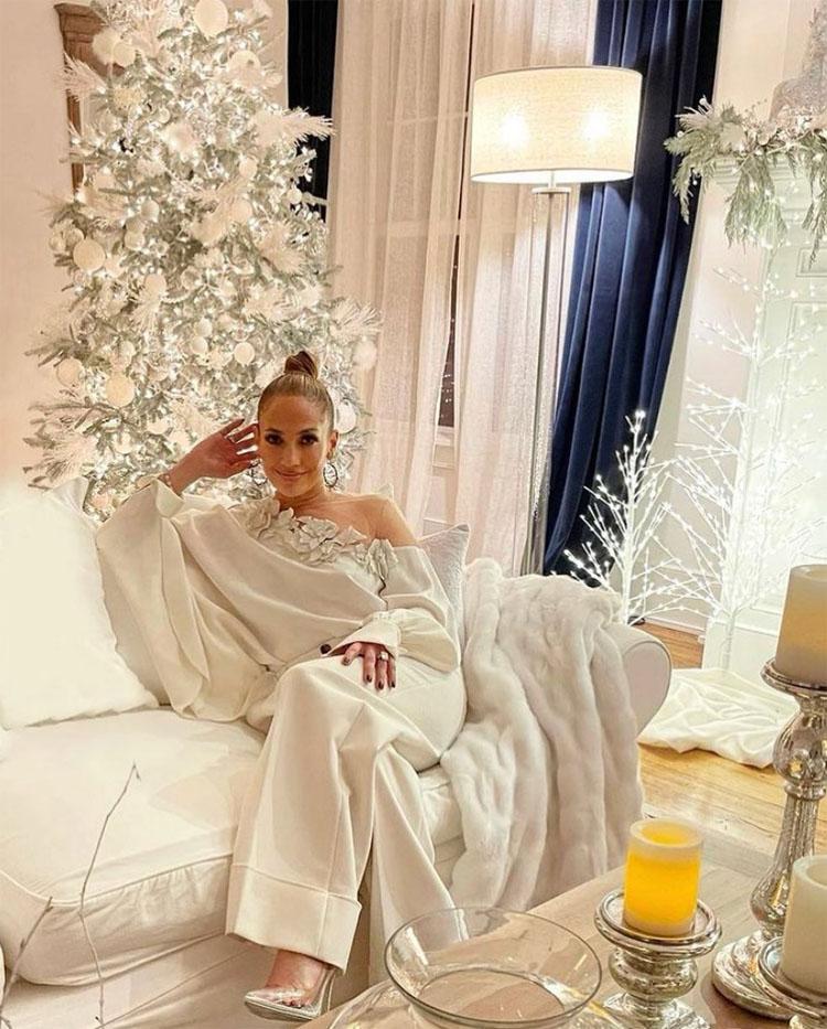 Jennifer Lopez Wore Oscar de la Renta To Promote JLo Beauty
