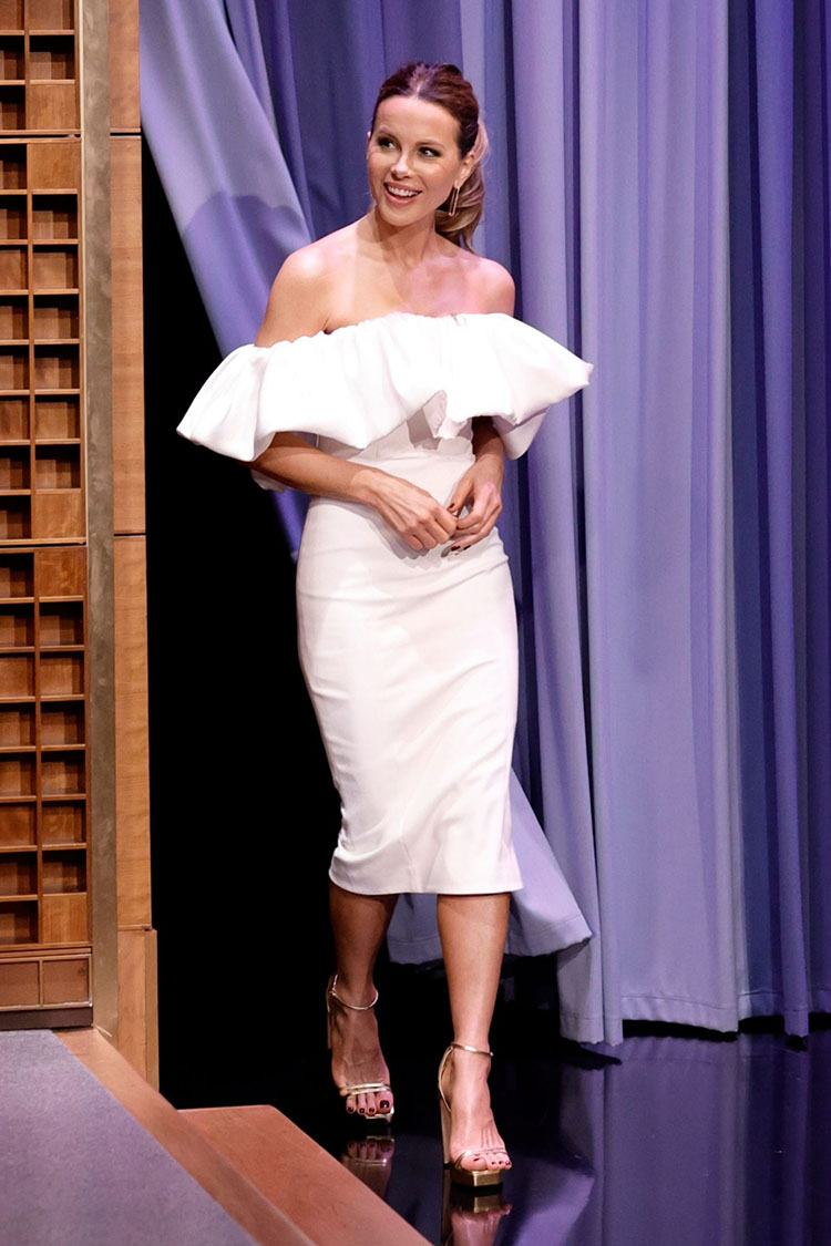 Kate Beckinsale Wore Solace London On The Tonight Show Starring Jimmy Fallon