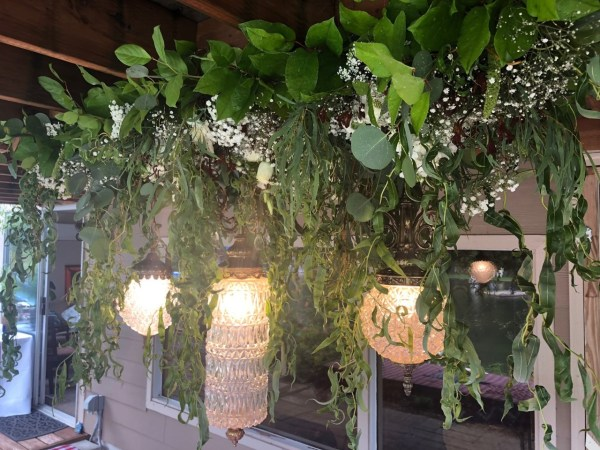 family party ideas: stylish outdoor lighting