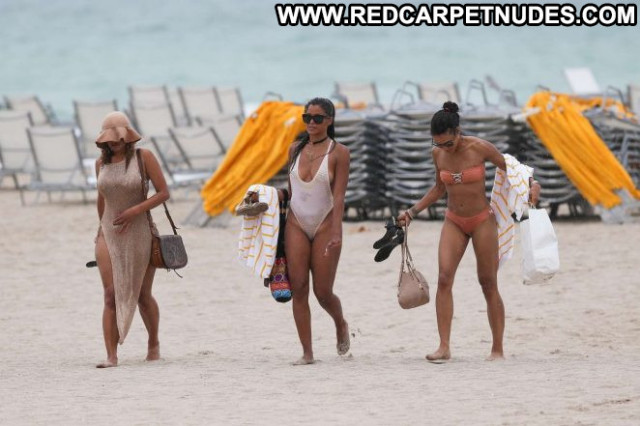 Claudia Jordan The Beach Beautiful Jordan Posing Hot Paparazzi