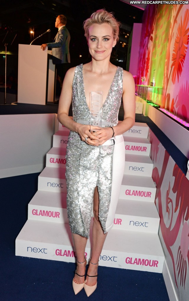 Taylor Schilling Glamour Women Celebrity Awards Posing Hot Babe