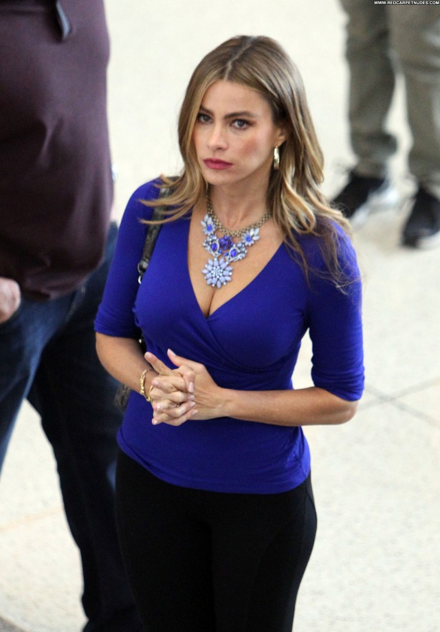 Sofia Vergara Modern Family Lax Airport High Resolution Babe