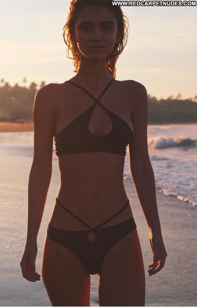 Paula Bulczynska God Save Queens      Resort Posing Hot Celebrity