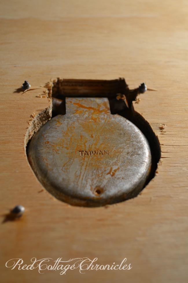 DIY Vintage coffee table trunk