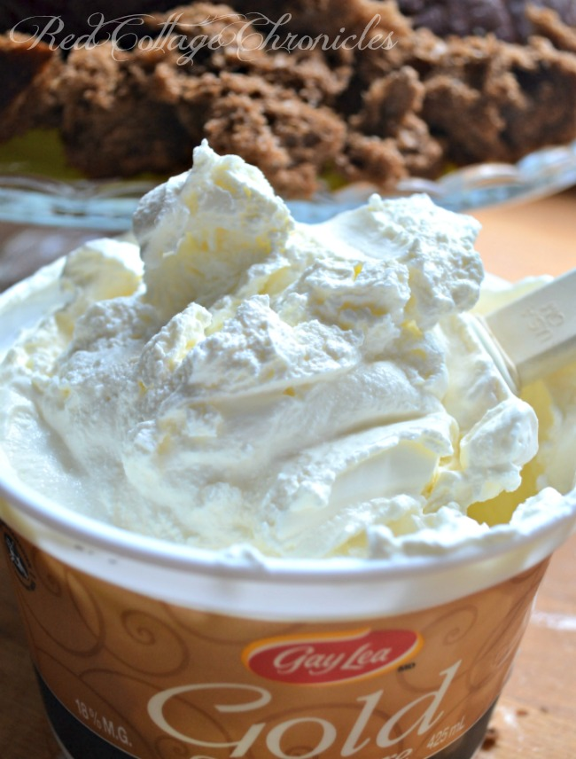 A delicious dip starts with the very best sour cream. Gay Lea Gold!