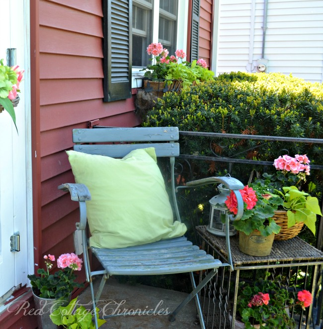 A small porch doesn't mean you have to skimp on style