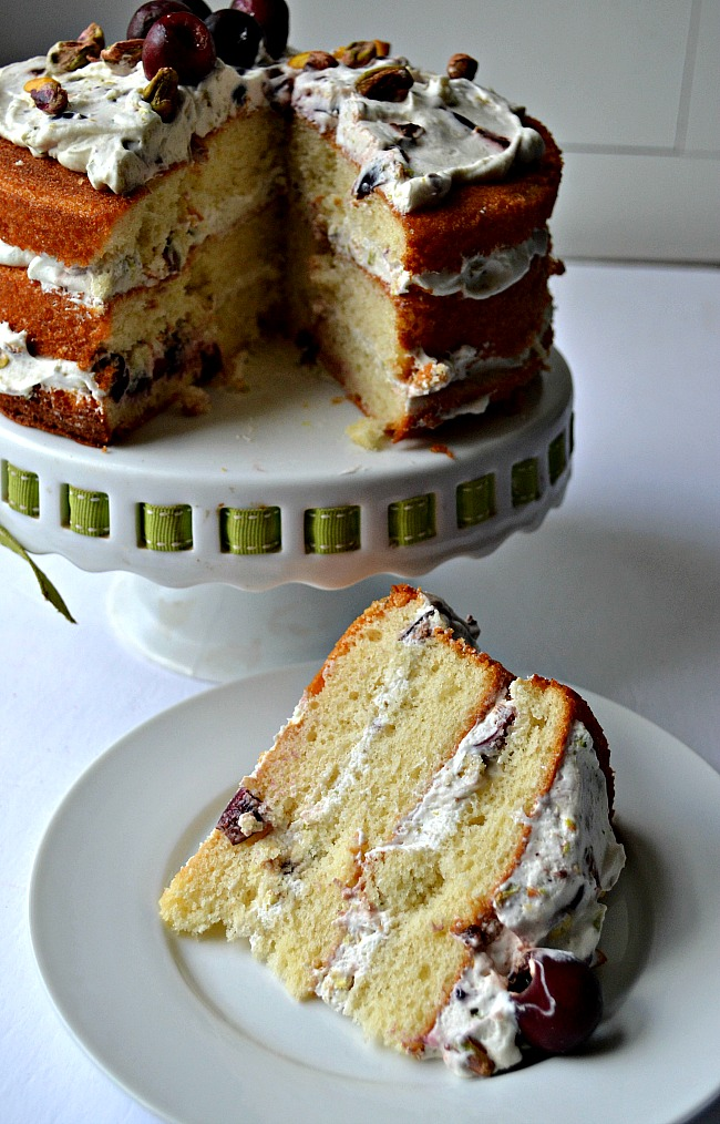 An easy naked cake stuffed with fresh sweet cherries, pistachios and cream