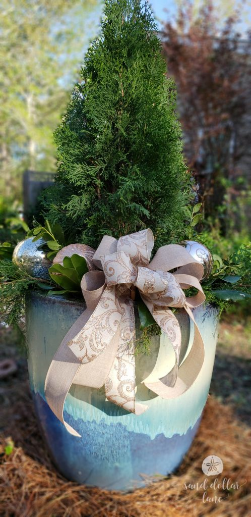 5 easy and inexpensive outdoor christmas decor ideas
