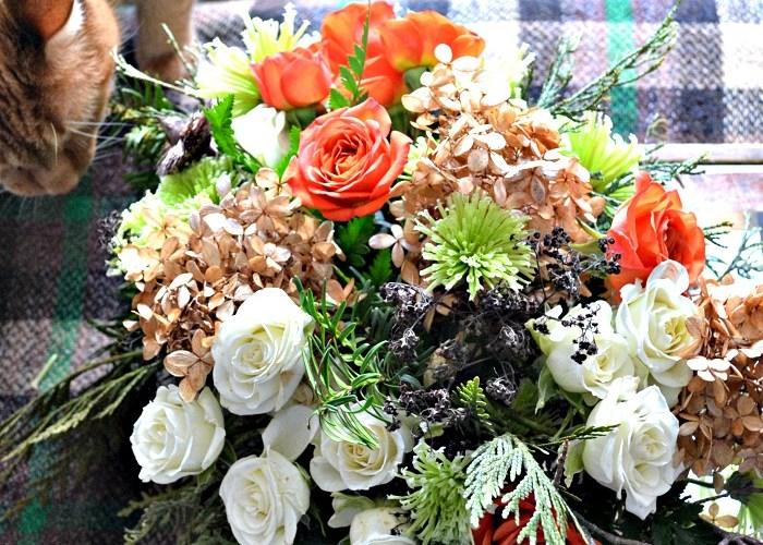 Market Flower Monday – $12 Coffee Table Arrangement