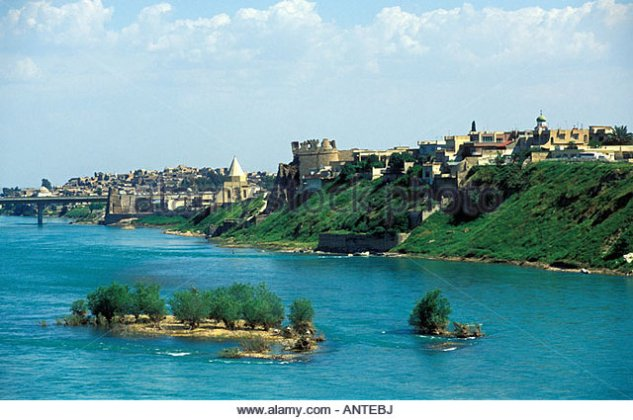 mosul-city-along-tigris-river-northern-iraq-antebj