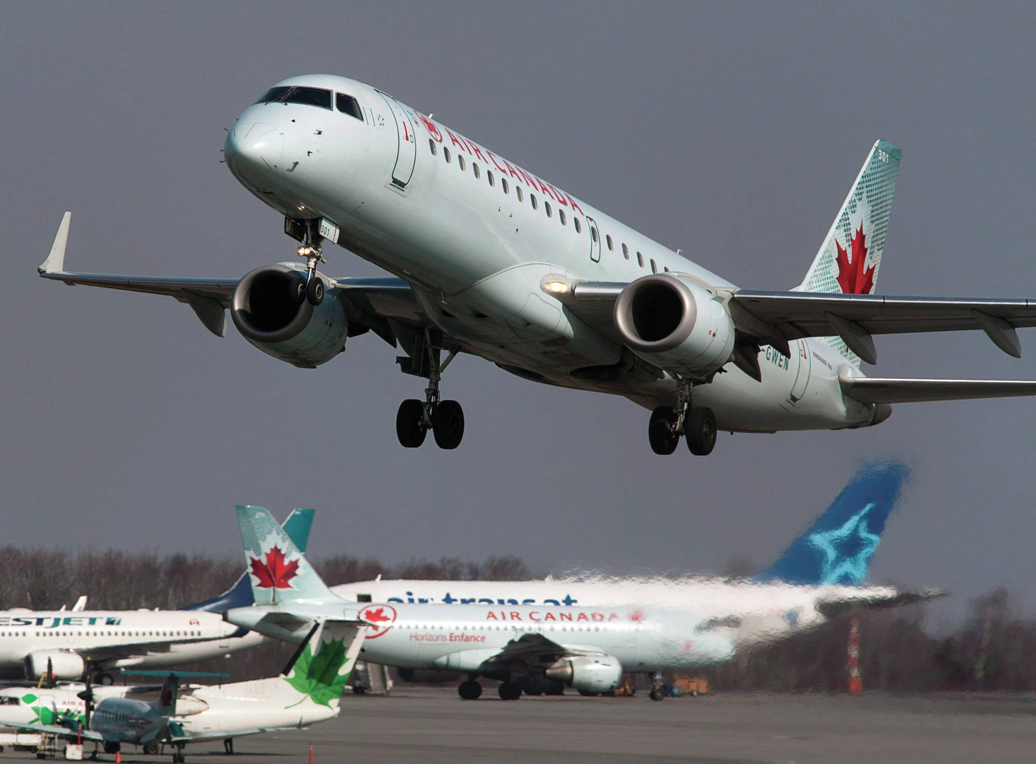 Air Canada waives fees on rebookings up to 24 hours before travel ...