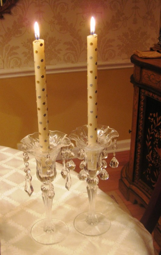 candles table silver gold polka dot