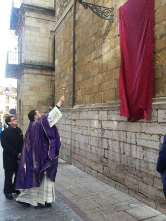 Bendición del retablo cerámico conmemorativo