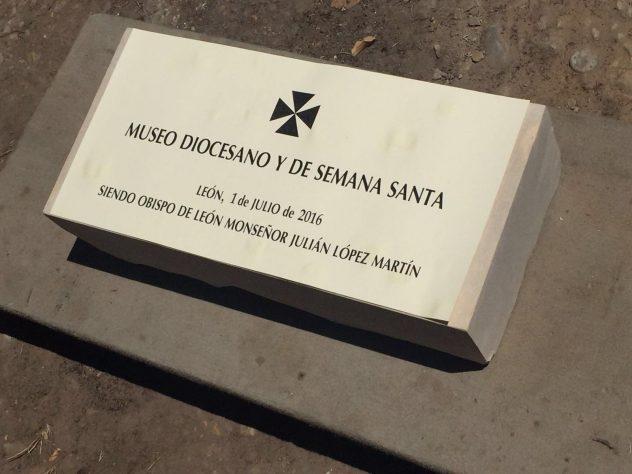 Primera piedra del Museo Diocesano de la Semana Santa de León