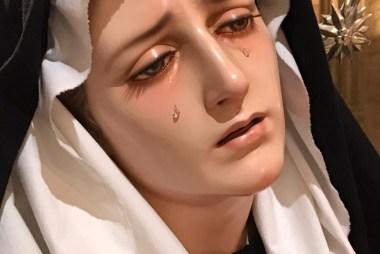 Nuestra Madre de la Divina Gracia ataviada para la Exaltación de la Santa Cruz