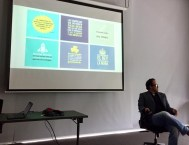 Carlos Naranjo explicando los conceptos clave de Redes Sociales para PYMES