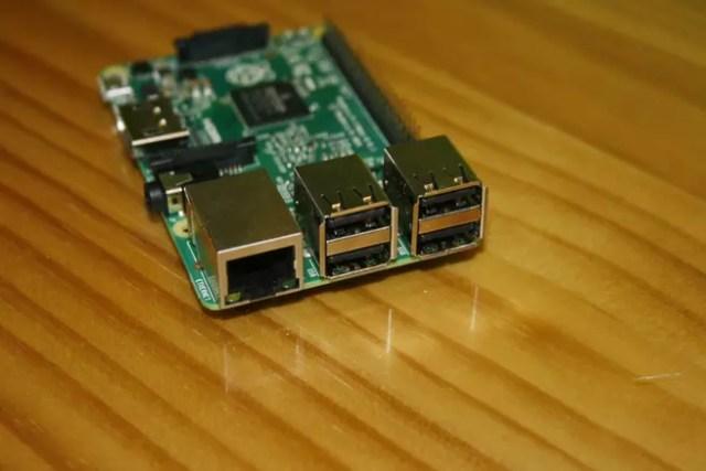 Puerto Fast-Ethernet y USB 2.0 de la Raspberry Pi 2