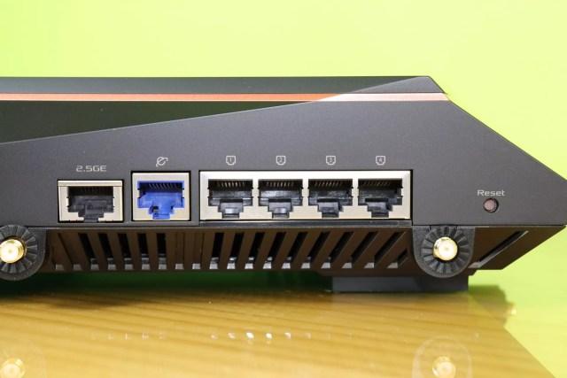 Vista de todos los puertos Ethernet del router gaming ASUS ROG Rapture GT-AX11000