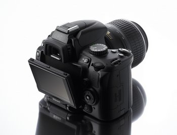 Nikon D5000 – digital SLR with swivelly bits