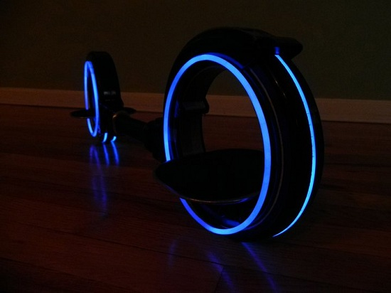 TRON inspired Skatecycle looks like the younger sibling of the Light Cycle