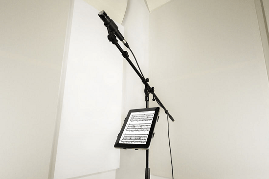 iKlip lets you add an iPad to your microphone stand