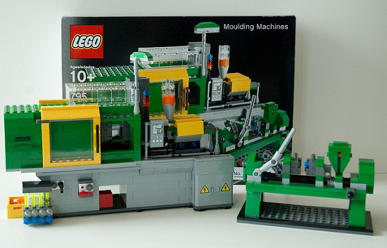 LEGO-Making Machine Made Of LEGOs