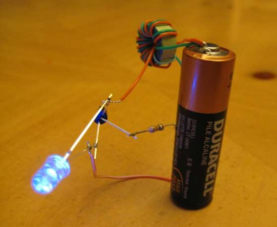 Make a Joule Thief to get the last drops out of your AA batteries